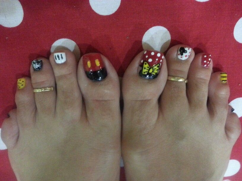 Mickey Mouse nail art   Mickey mouse   Pinterest   Diseños de uñas y ...