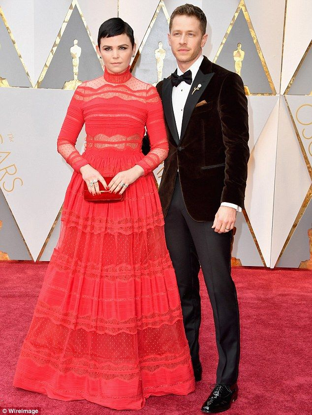Ginnifer Goodwin In Lacy Red Gown With Husband Josh Dallas At Oscars Red Carpet Couples Cute Celebrity Couples Celebrity Couples