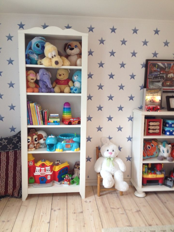 Tall bookcase from IKEA fits perfectly to books and teddybears.