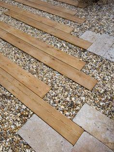 Combinación en suelo de madera y piedra