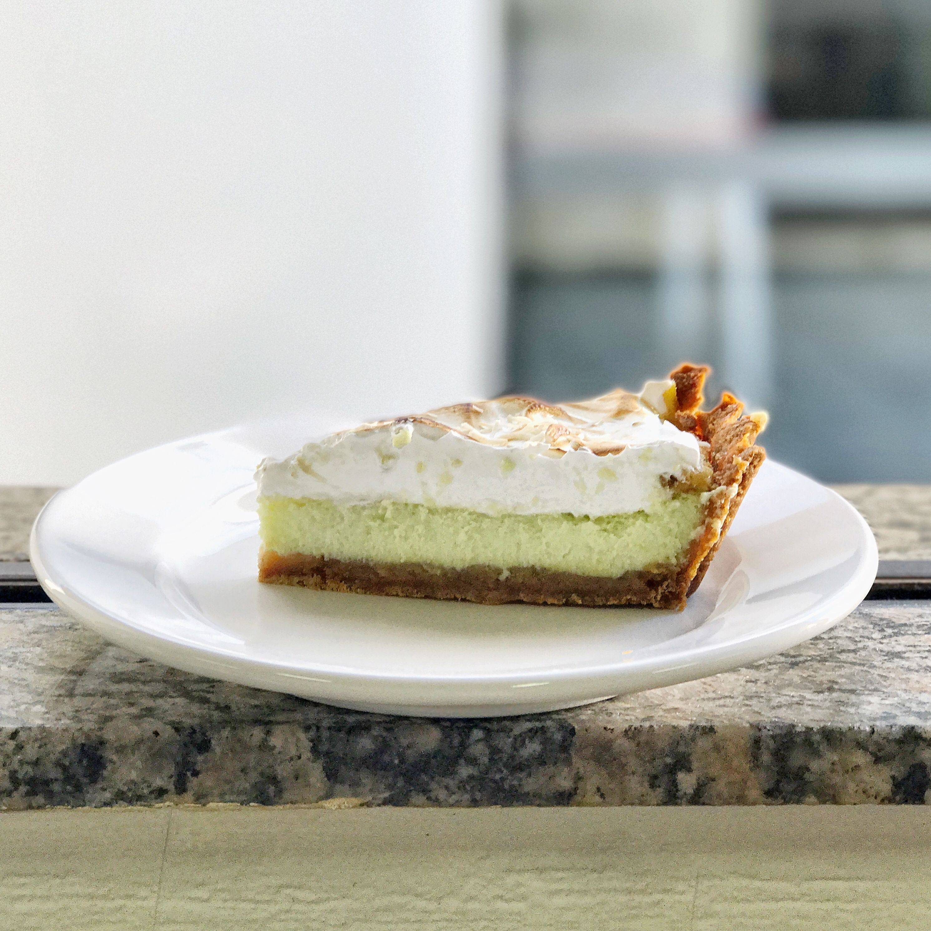 [Homemade] coconut key lime pie with marshmallow on top