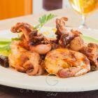 Foto de la receta: Camarones y pulpo baby al mojo de ajo