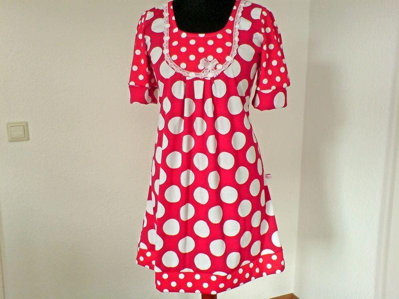 Verspielt und mit ein wenig Vintage, für die Alice in uns....    Pünktchen ist ein sehr bequemes, elegantes und trotzdem verspieltes Kleid.    Gefe...