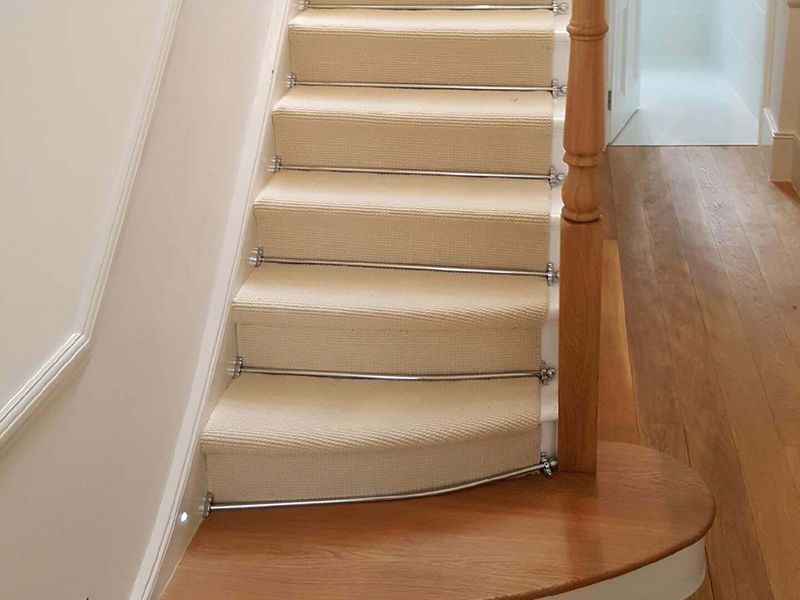 Modern Stair Runner Rods: White Carpet To Stairs With Silver Stair Rods