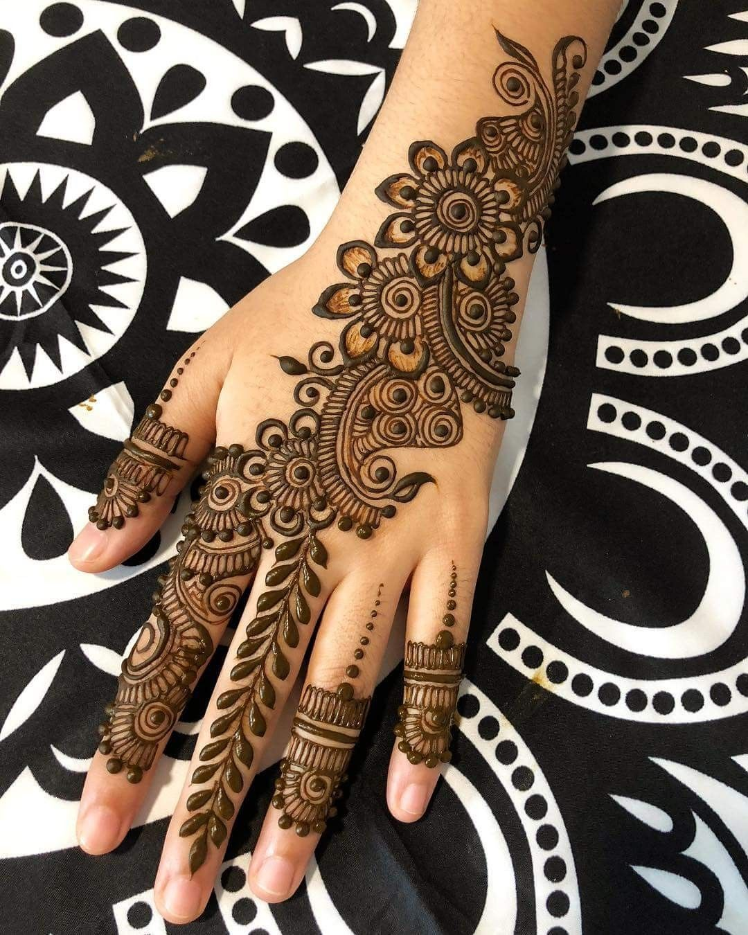 Full mehndi designs design pictures bridal images mehandi also image may contain one or more people and closeup heena close up rh pinterest