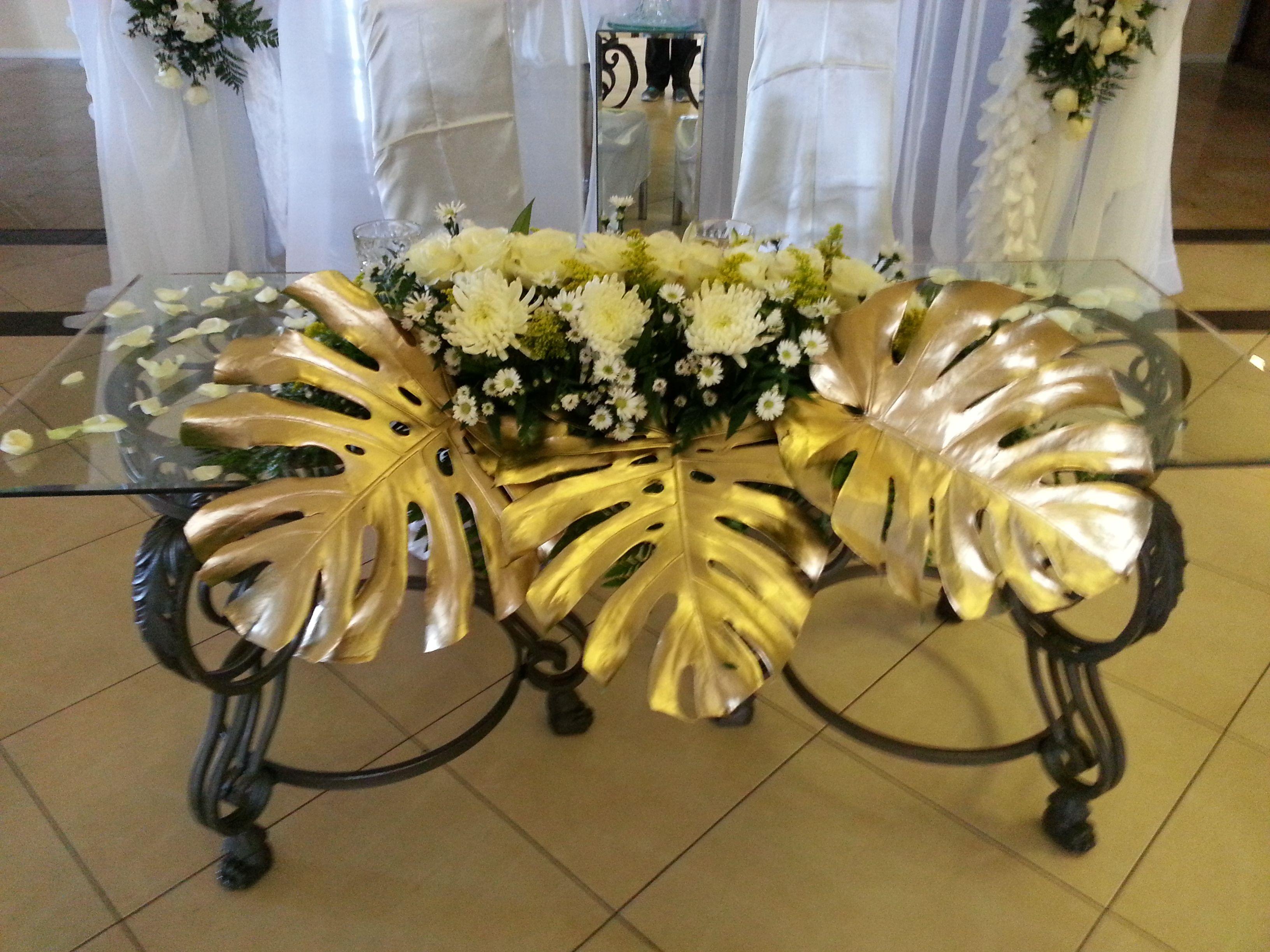 Mesa Principal De Novios Decorado Por Libelula Creaciones Flower Shop En Mission Texas Table Decorations Decor Ceiling Lights