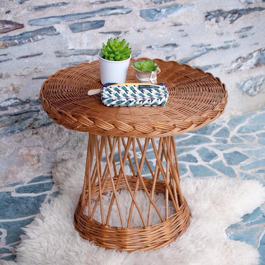 V E N D R E D I V Comme Vintage Comme Cette Jolie Petite Table En Osier Tresse 38 Sur L E Shop En 2020 Canape Rotin Bout De Canape Mobilier De Salon