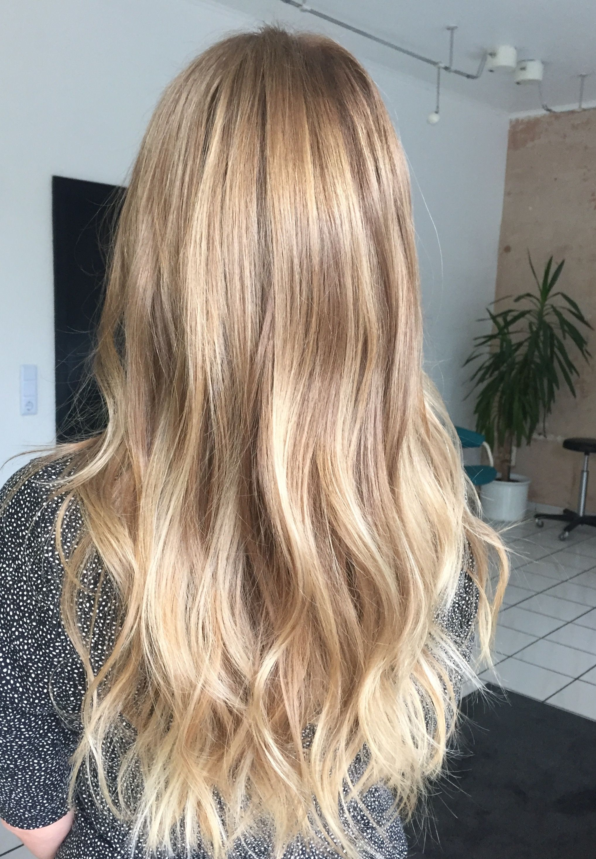 Blonde Hair Waves Balayage Beach Waves Long With Images Beach
