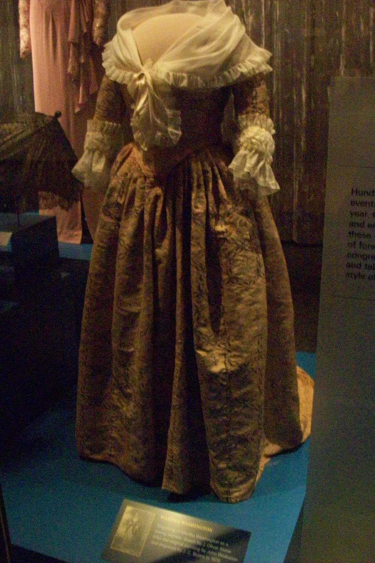 Martha Washington\'s silk gown dating to the 1780s (with reproduction ...