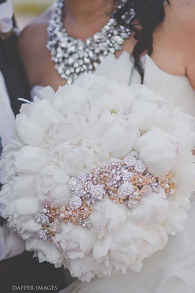 24 Brooch Wedding Bouquets That Will Excite You | Wedding Forward
