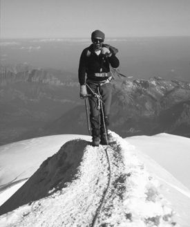Contains a good list of essential mountaineering kit