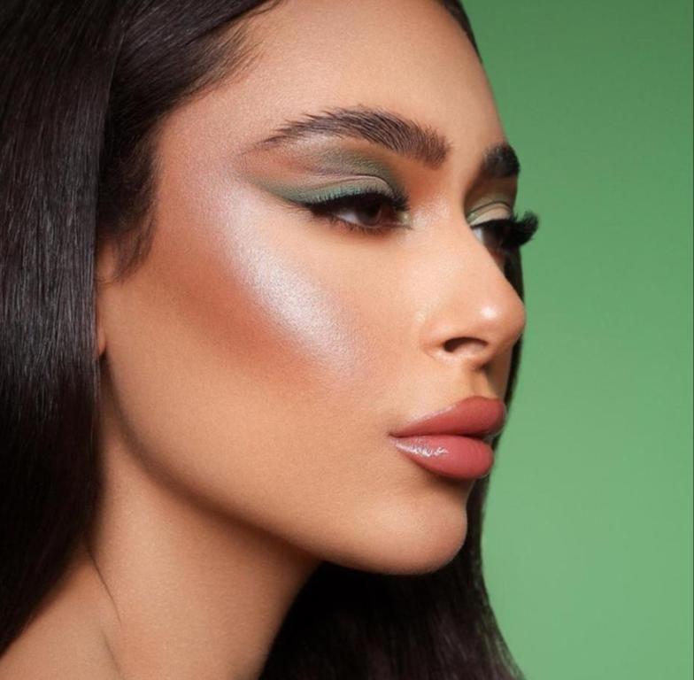 أفكار مكياج باللون الأخضر لليوم الوطني السعودي مجلة سيدتي يحرص الجميع على الاحتفال بـ اليوم الوطني السعودي لعام ولأننا نهتم بتفاصيل Eye Makeup Make Up Makeup