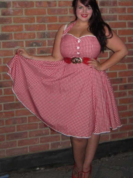 eaf2a08924 George from Fuller Figure Fuller Bust. Brilliant blogger looking gorgeous  in Collectif. Plus Size
