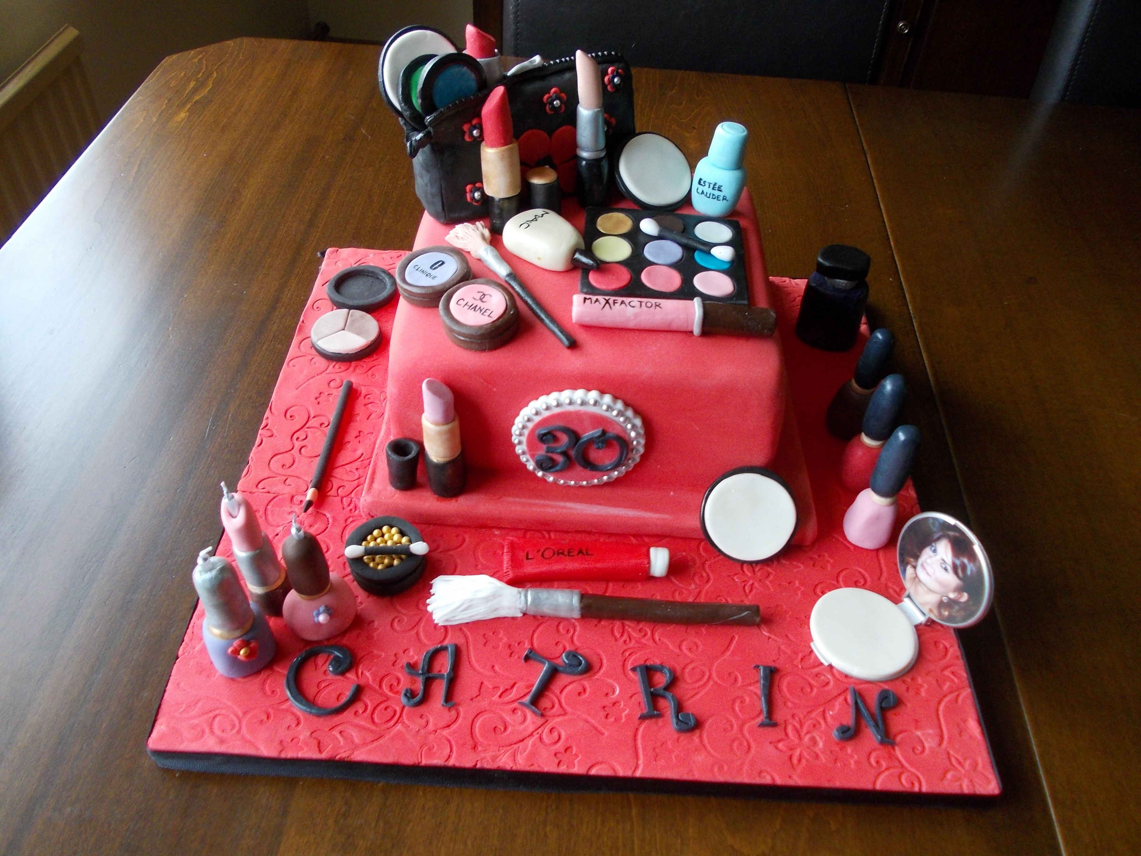 Catrins 30th birthday cake Catrin is a makeup artist whose