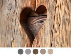 Heart in wooden door – Valentine – Natural – Brown / gray …