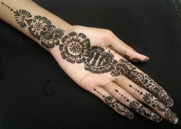 Mehndi Patterns : Pin by samra khalid on henna hand mehndi design