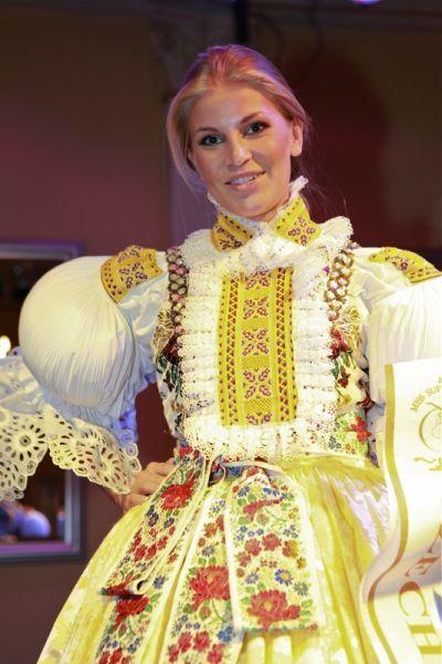 Hana Věrná skončila druhá na Miss Supranational v Polsku | Týden.cz  Moravský kroj