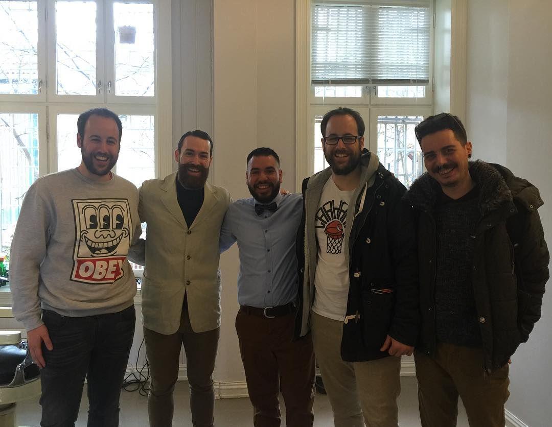 Visita de mis amigos a la barberia #dapperoslo con @lordjackknife @il_brigante_de_pascali gracias por la visita amigos!! @jota_tea y @ptaptapta #barberia #barbershop #pelspels #barberos #barberlife by c.bravo_the_barber