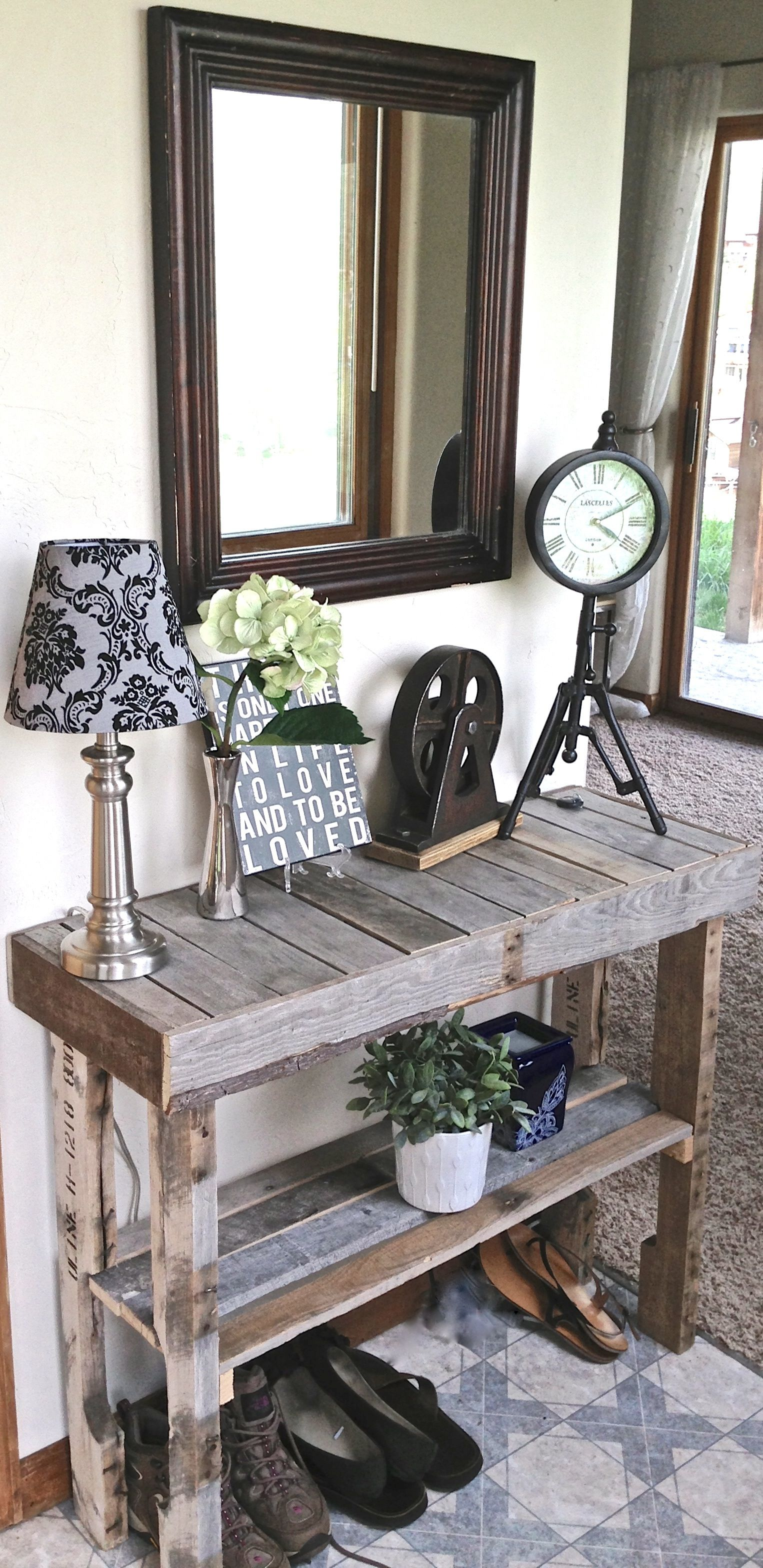white foyer table. pallet wood, foyer table. love it, looks beachy! would be great with white table