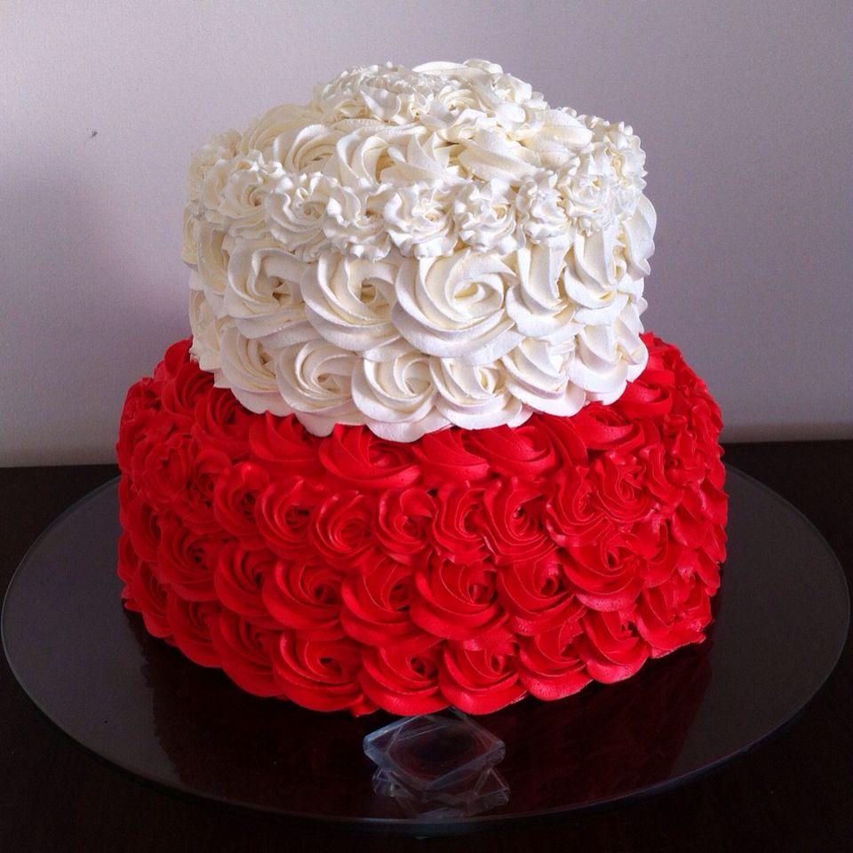 Bolo De Rosas Vermelhas E Brancas Chantininho