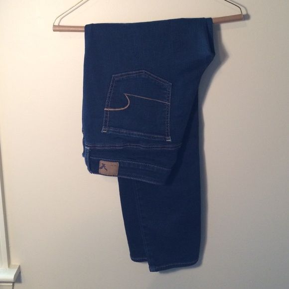 American Eagle skinny jegging These skinny jeggings from AE are the perfect jeans! They are a regular waist in a dark wash. American Eagle Outfitters Jeans Skinny