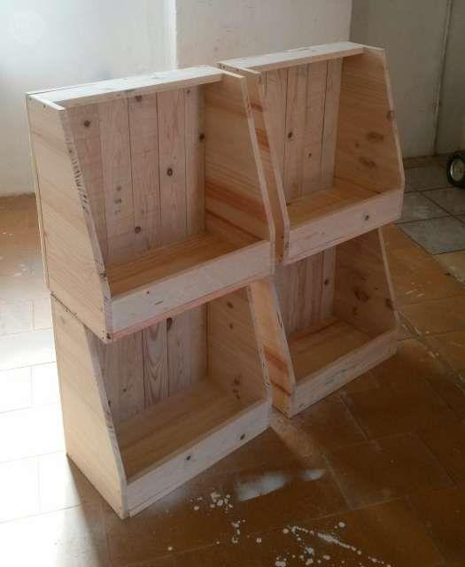 cajas de madera reciclada frutas nuevas foto