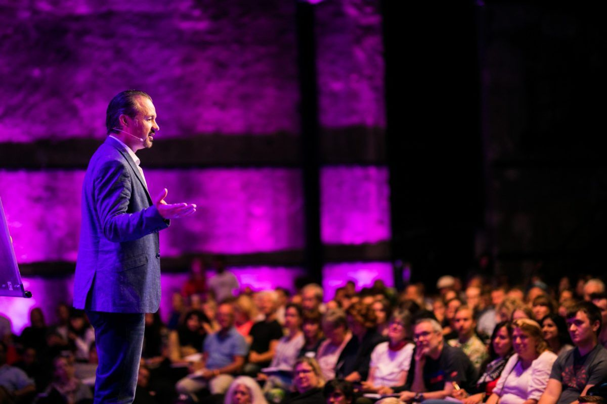 7 Ways To Become A Better Public Speaker By Speaking ...