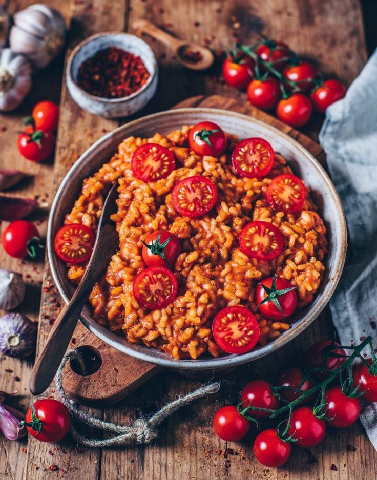 This creamy vegan tomato risotto is easy and quick to prepare and unheard of
