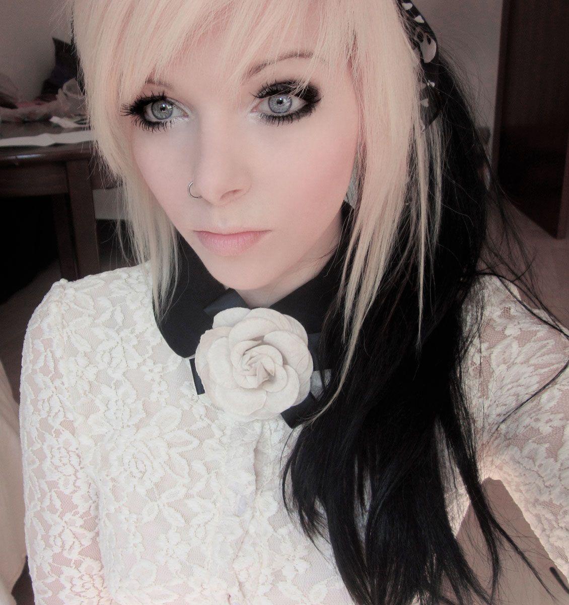 Ira vampira emo girl scne equeen blonde hair black hair blue eyes