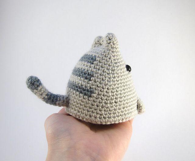 Hoy os traigo un precioso patrón de un gato amigurumi diseñado por ...