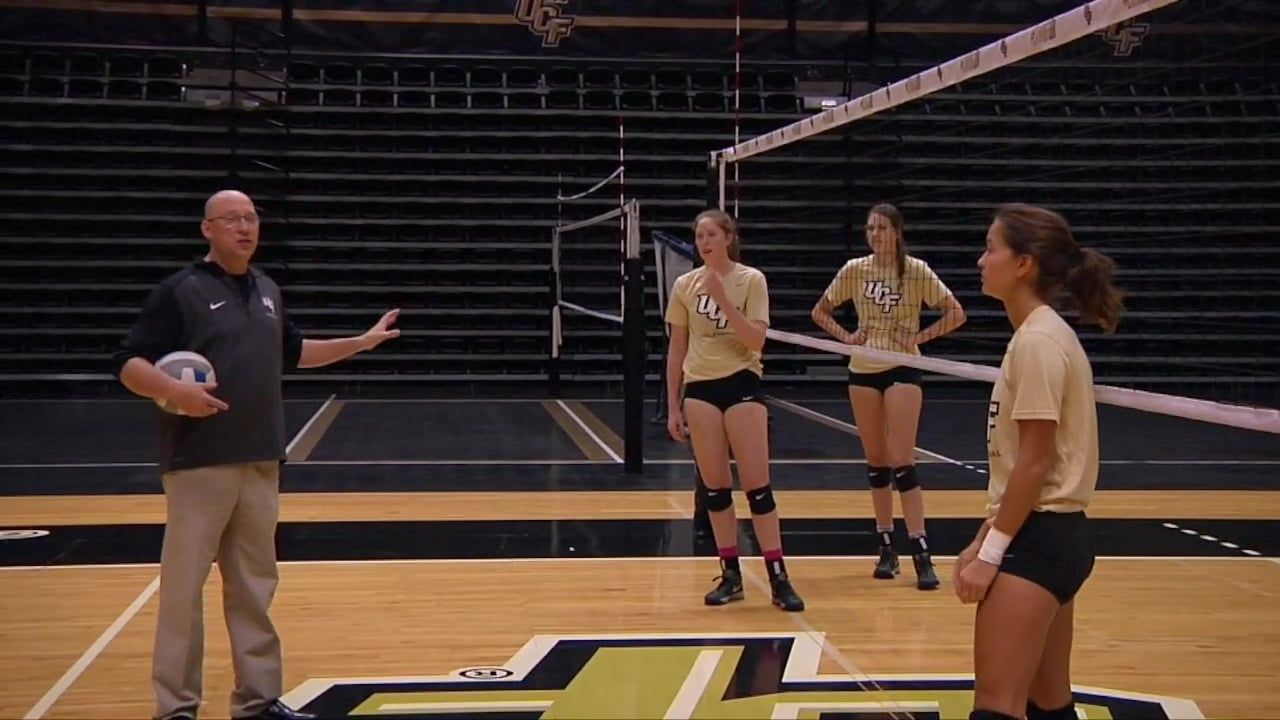 Middles Two Step Approach In Transition Todd Dagenais Ucf Volleyball Training Volleyball Drills Volleyball