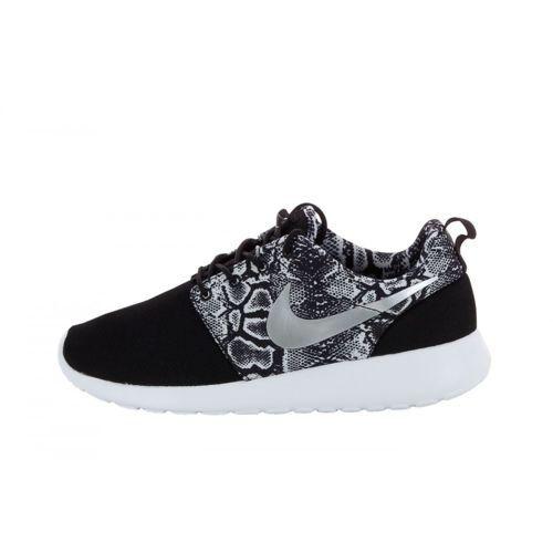 Nike - Nike - Basket Roshe Run Print - 599432-003 Noir - Mesh rueducommerce.com 84€ http://www.rueducommerce.fr/m/ps/mpid:MP-03D8AM23611848#moid:MO-03D8AM56708290