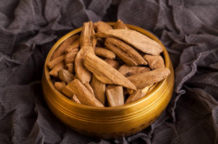 East Indonesian Oud Wood Chips Bakhoor Co Uk Sweet Perfume Perfume Recipes Wood Chips