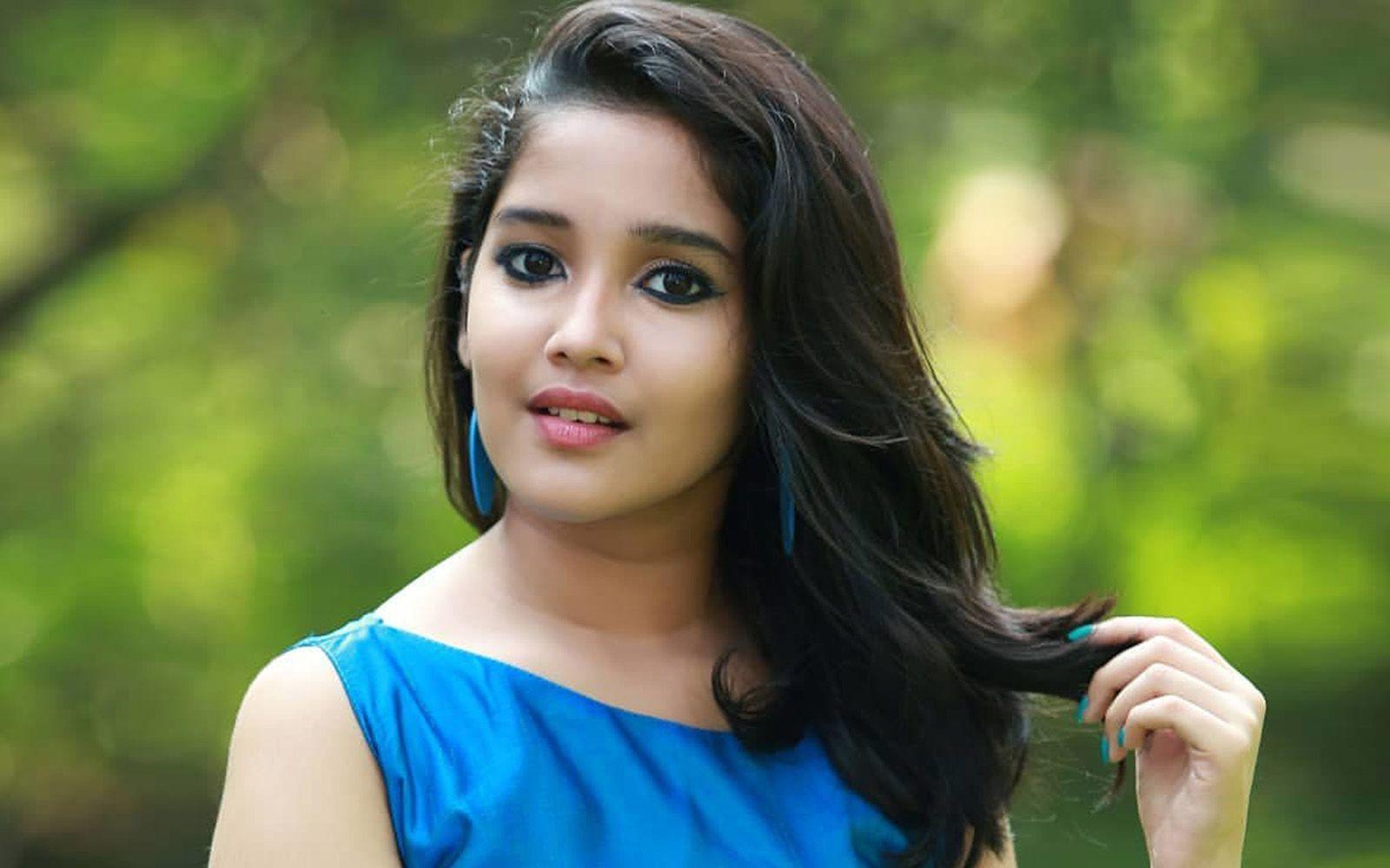 Anikha Surendran Cute Wallpaper Beauty Girl Cute Wallpapers Beautiful Girl Wallpaper