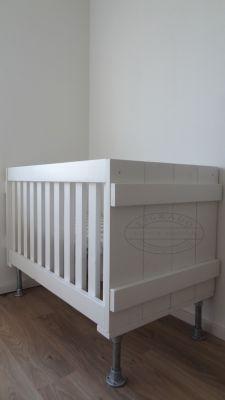 Babykamer Steigerhout Wit.Wit Ledikant Van Steigerhout Mix Van Landelijk En Modern