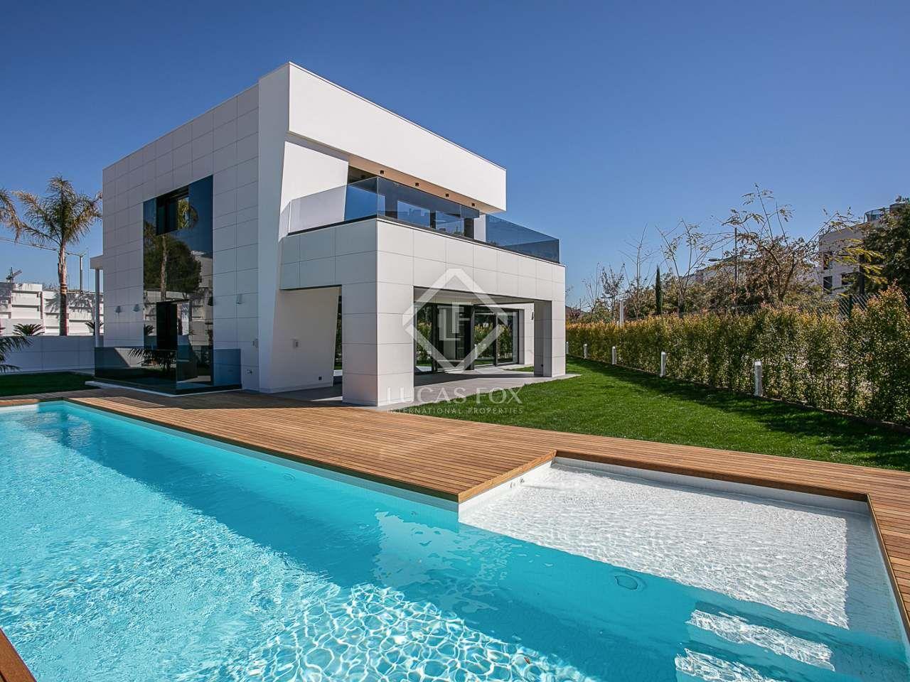 Villa con jardín, piscina, terraza, jacuzzi, garaje