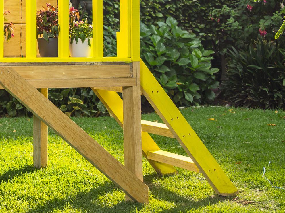 Coloca una peque a escalera para tener un f cil acceso a - Escaleras para casas pequenas ...