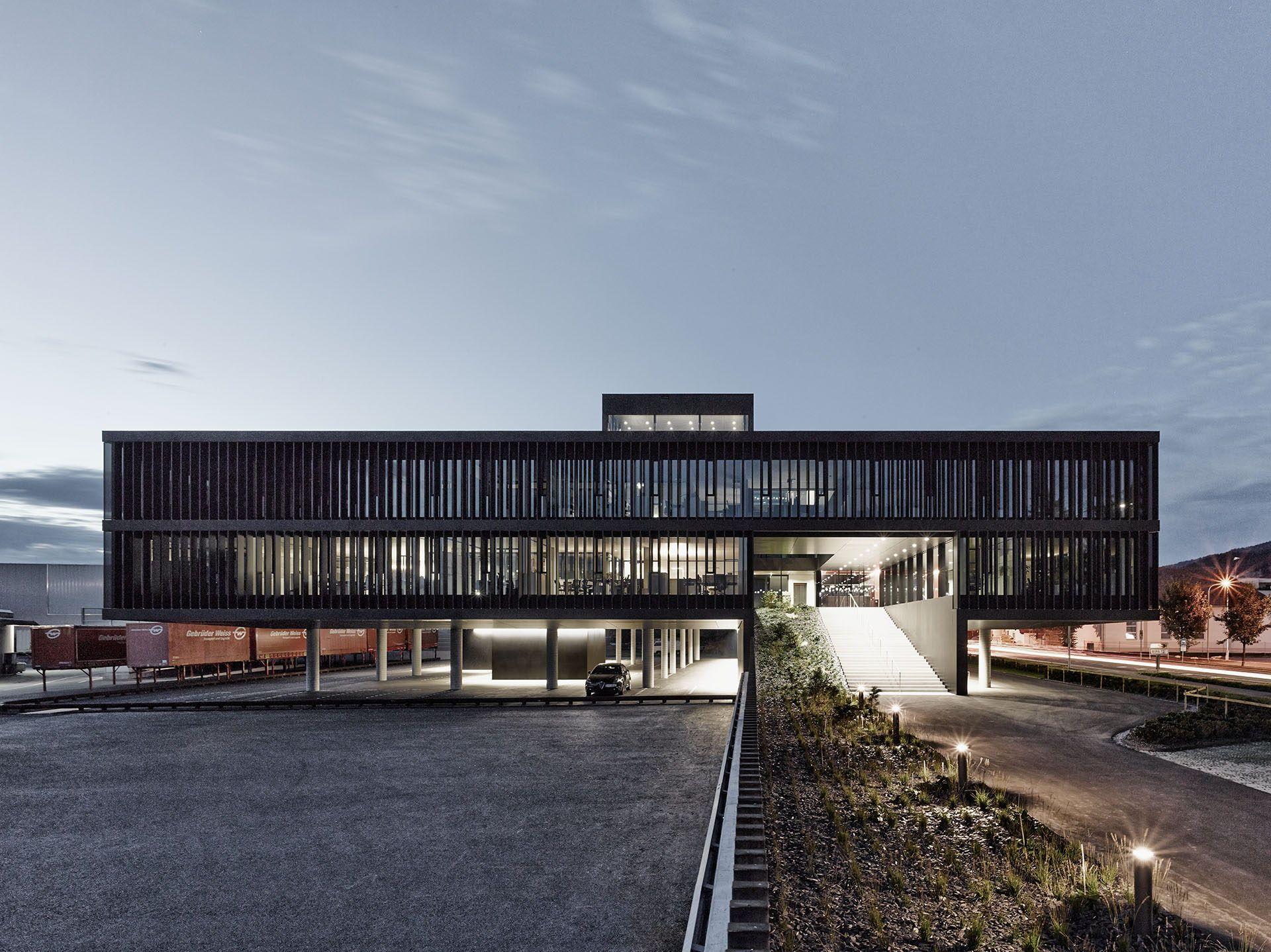 Neubau in Vorarlberg von Cukrowicz Nachbaur / Verwaltung auf Stelzen - Architektur und Architekten - News / Meldungen / Nachrichten - BauNetz.de