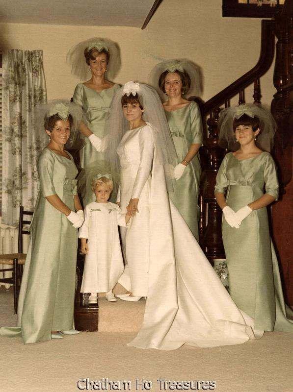 Vintage 1960s Wedding Bride W Her Maids Color Ebay Vintage Wedding Photos Wedding Gowns Vintage Bride