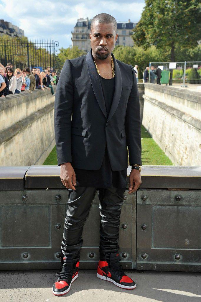 8a1e985affab72 Kanye West Wears Air Jordan 1 Black Red (2)