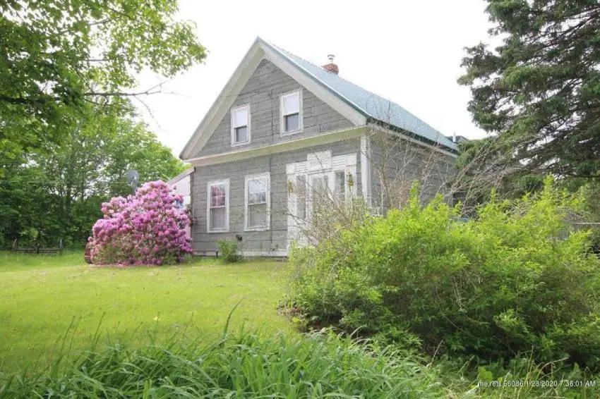 c.1850 Maine Fixer Upper Farmhouse For Sale w/30 Acres