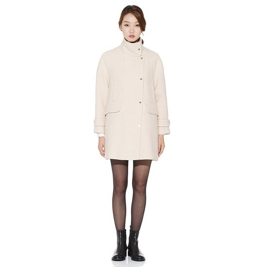 High-neck Wool Coat 모델 전신 앞모습