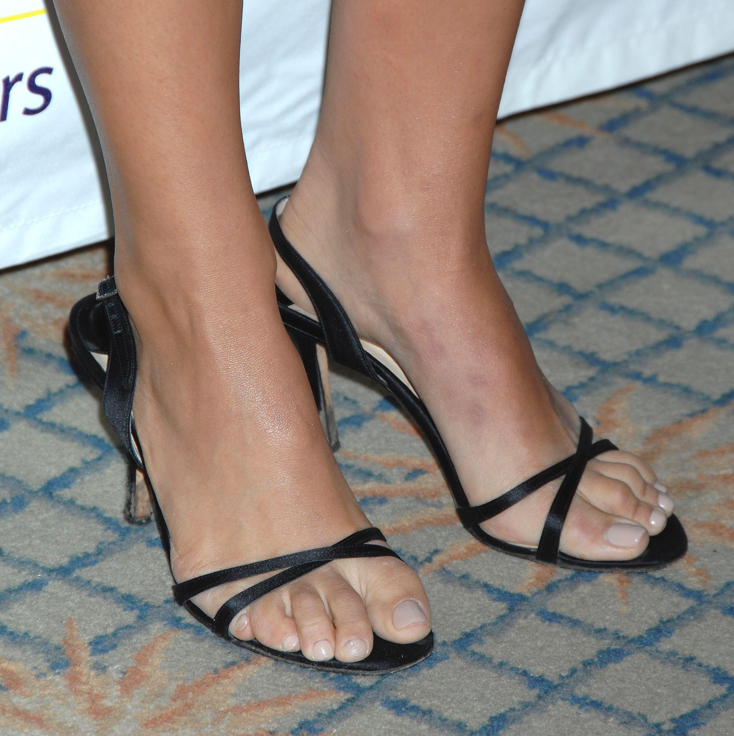 Natalie Portman Feet, Famous Women, Celebrity Feet, Sandal, High Heels,  Sandals, Shoes Sandals, High Heeled Footwear, Shoes Heels