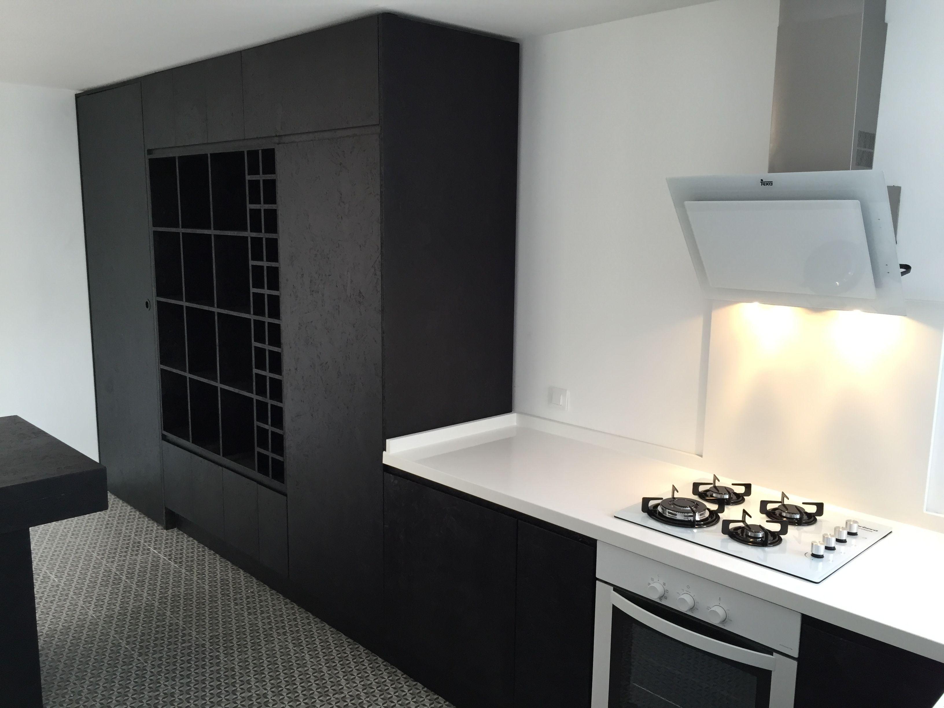 Pin en mobiliario de cocina fabricado con tablero osb for Encimera de cocina lacada en blanco negro