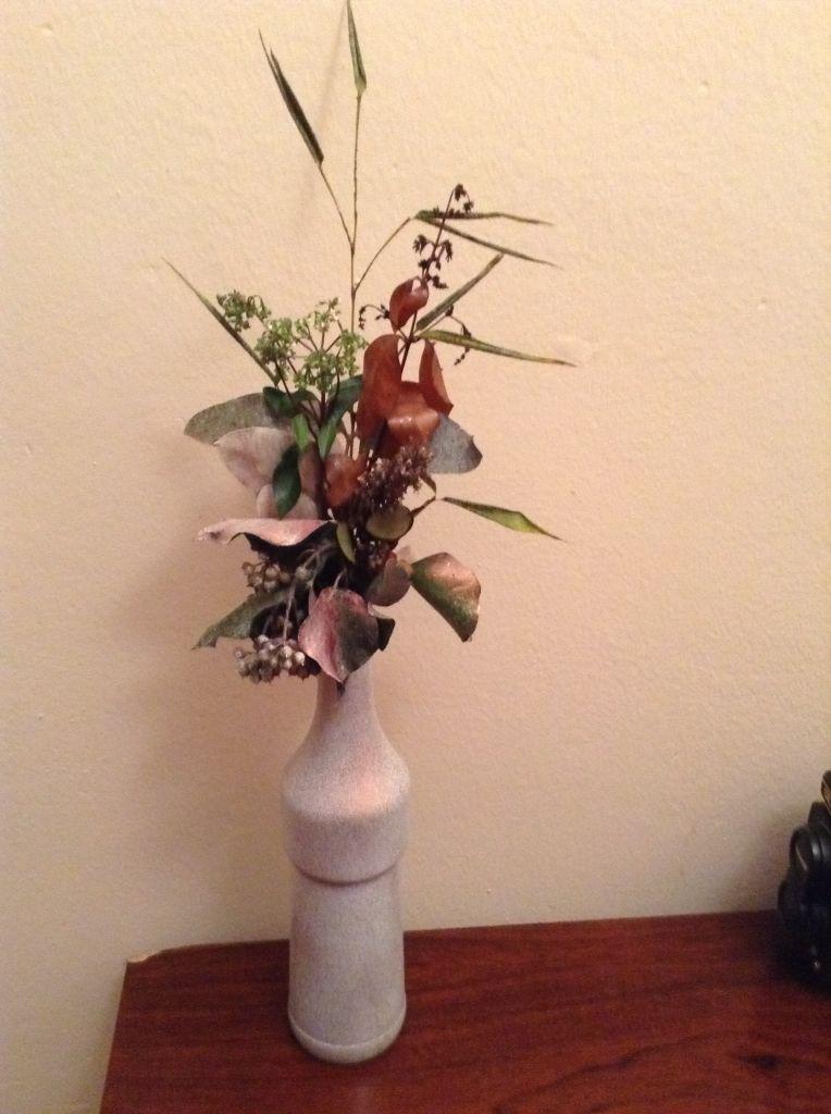Botella pintada con flores secas Botellas y tarros decorados con - flores secas