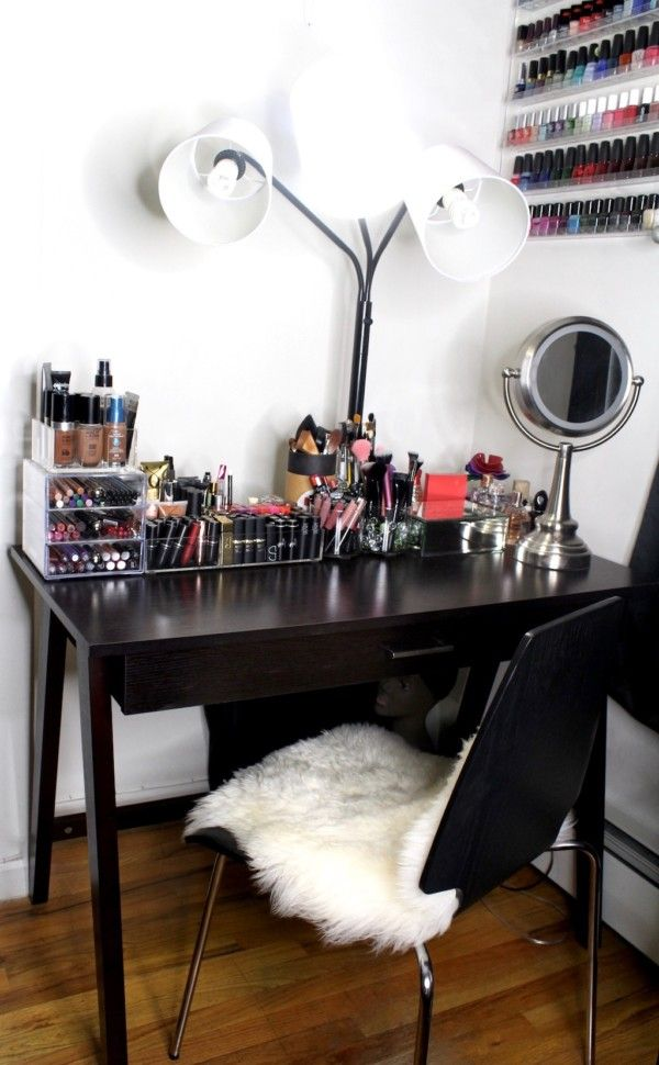 My Beauty Corner How To Organize Your Makeup In A Small Space Makeup Room Design Small Makeup Vanities Makeup Room Decor