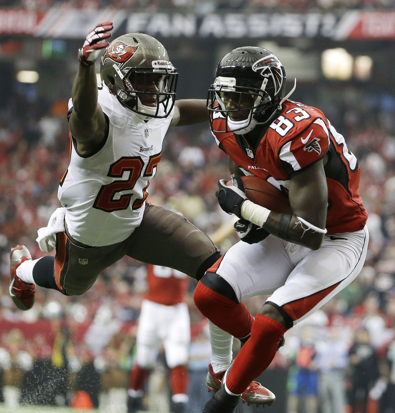 Atlanta Falcons Wide Receiver Harry Douglas 83 Runs Into The End Zone As Tampa Bay Buccaneers C Atlanta Falcons Atlanta Falcons Fans Atlanta Falcons Football