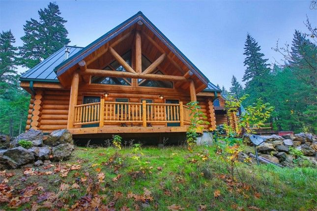 Take a cozy winter vacay to this stunning Pacific Northwest cabin.