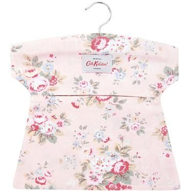 Keep your pegs looking super stylish in this pretty Trailing Floral peg bag, complete with wooden hanger. Matching ironing board cover also available.