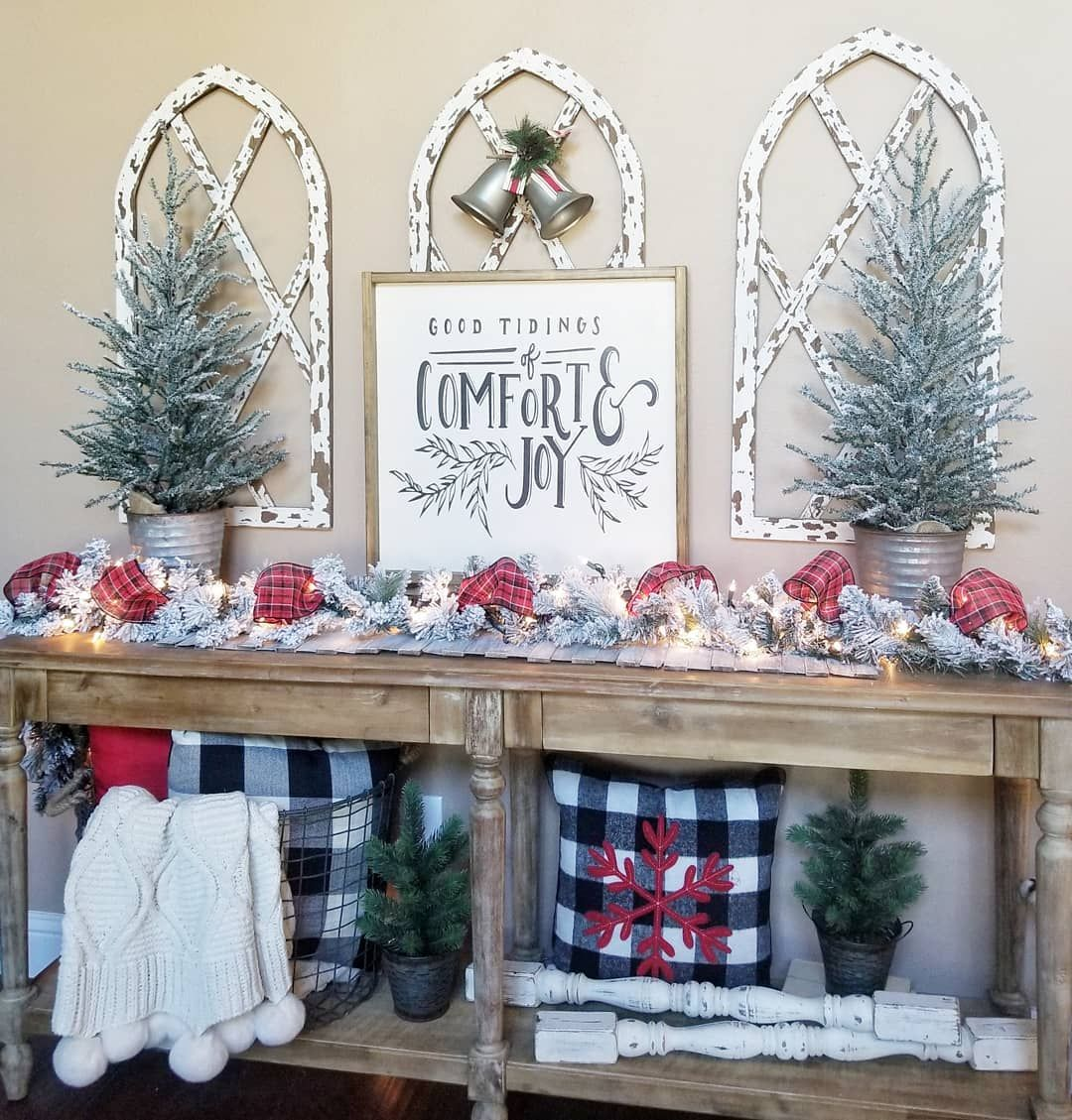 Simple Christmas Decorations Entryway